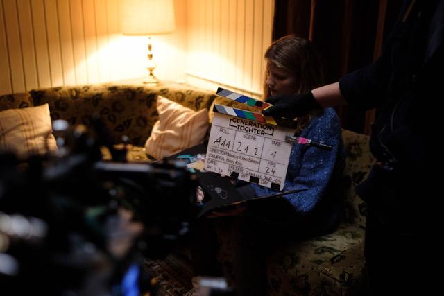 Bild einer Frau beim filmen